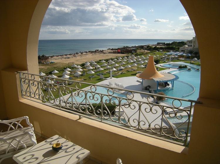 750 0 bgblur 15911062732227 - Тунис открывается для туристов. Что ждет первых гостей на обновленных курортах страны?