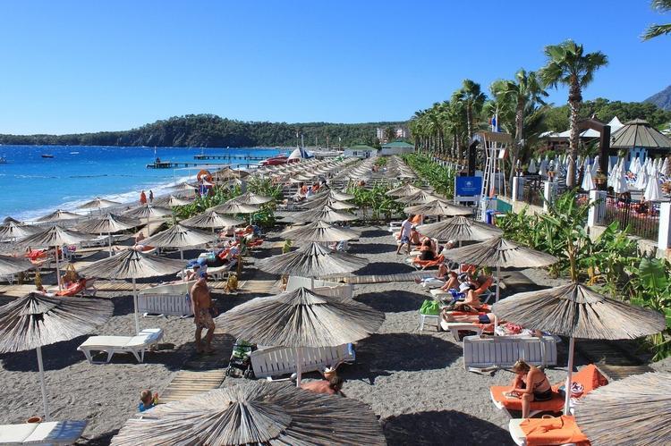 750 0 bgblur 15916993739048 - Турецкие курорты ждут прилета россиян в июле. Справки и тесты не потребуются